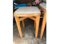 2x stools