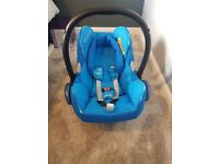 Maxi cosi cabriofix car seat & 2 way isofix base