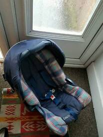 2x baby and toddler car seats