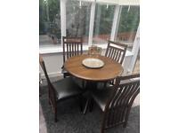 Round expandable table and 4 chairs