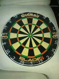 Winmau blade 4 dartboard and surround