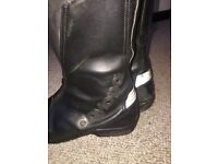 Good quality, men's motorbike boots.