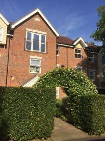 Luxury 2 bedroom top floor flat Overton Rd Sutton, parking, underfloor heating, ensuite £1150 pcm