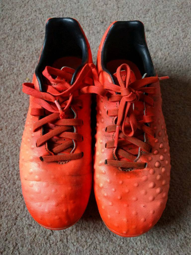 Boys bladed football boots size 1