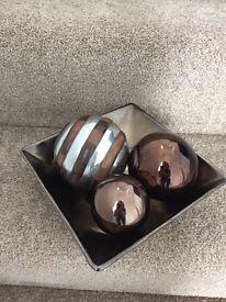 Ornamental dish with balls
