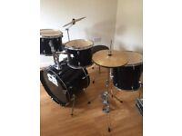 Starter drum kit, ideal for beginner.