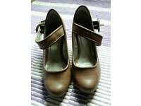 Brown shoes size 7