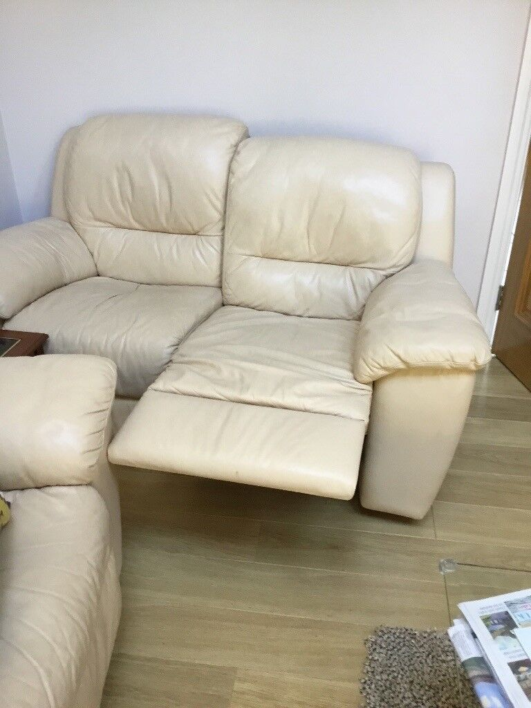 Fabulous Cream Leather Reclining sofa