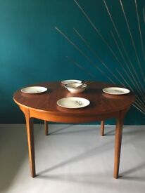 Beautiful Vintage Teak Round Dining Table Extending