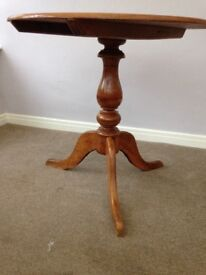 Circular Pine Table, very pretty, perfect for breakfast room!