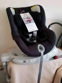 NEW Britax Dualfix Car Seat RRP £300