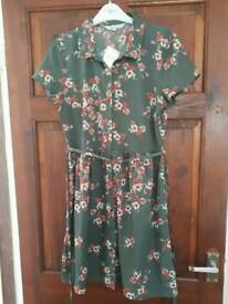 Peacocks green flower shirt dress size 10. BRAND NEW WITH TAG