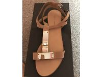 NEW Pied a terre ladies Sandals Size 5