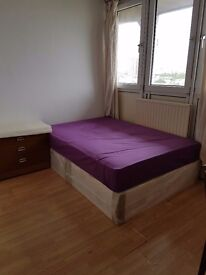 1 double room to rent.Freehold property
