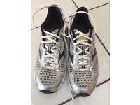 Mizuno wave nexus 6 running shoes size 10