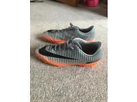 Boys football boots Size Jnr 2