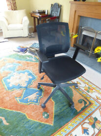 Staples computer swivel chair, mesh back, adjustable height, ergonomic design