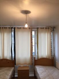 BED IN TWIN ROOM AVAILABLE NOW IN ROEHAMPTON 80£PW/ALL BILLS INC