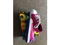 Girls pink Heelys boxed size 2(34)