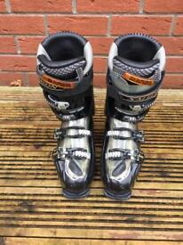Salomon ski boots size uk 7.5 (26.5 ski boots size)
