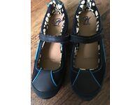Ladies Skechers shoes. Size 5 in colour dark blue