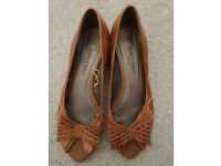 lovely brown leather shoes size 6