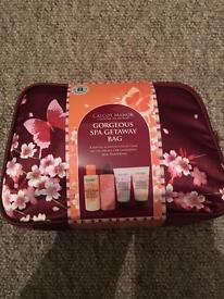 Brand new! Calcot manor gorgeous spa getaway bag