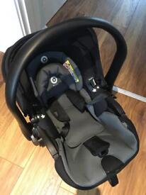Kiddy Evoluna i-Size infant carrier lie-flat technology with isofix base
