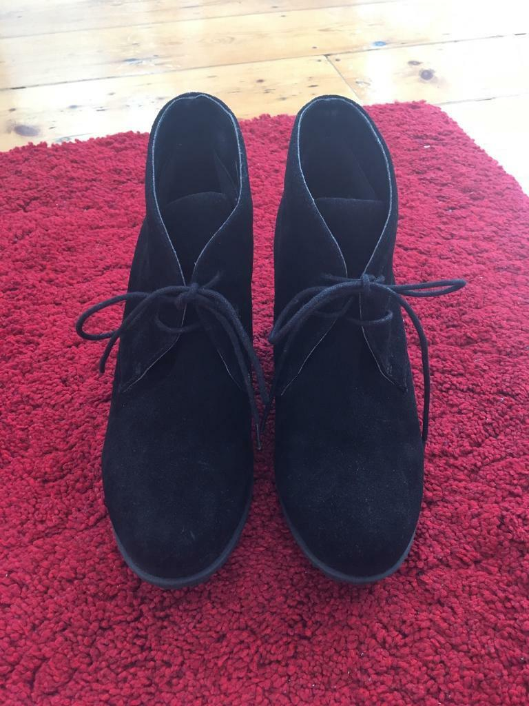 Clarks Ladies Suede Boots Size 4