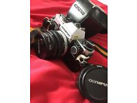 OLYMPUS OM10 VINTAGE FILM CAMERA IN VERY GOOD CONDITION WORKING WITH LENS