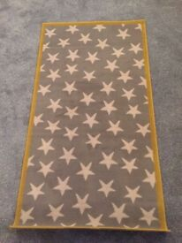 Nursery rug, grey and white stars