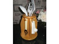 WOODEN REVOLVING UTENSIL HOLDER