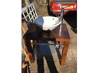 Free standing sink unit and sink