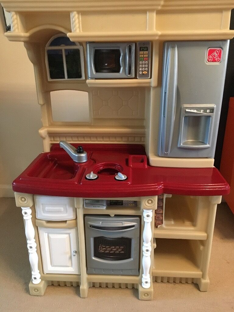 Kids kitchen £10