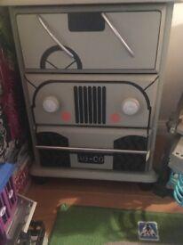 Boys 'Jeep' draws