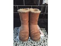 Ugg boots size 5 can post