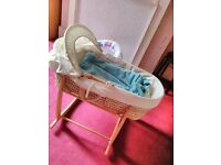 Moses basket with stand and bed linen set Sale 10