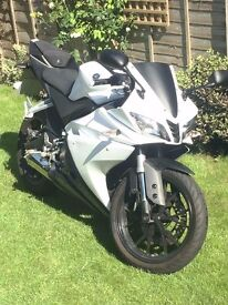 YAMAHA YZF R125 2015 ABS MODEL -ONLY 850 MILES!!!