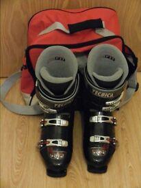 Mens Black Tecnica ski boots
