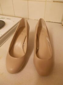 Court Shoes size 6 - beige court with small heel worn only once to a wedding