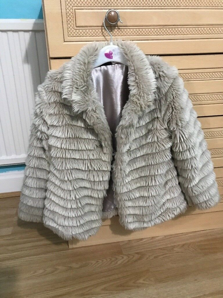 Girls fur coat age 6-7
