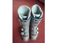Ladies size 6 Solomon 4 clip ski boots