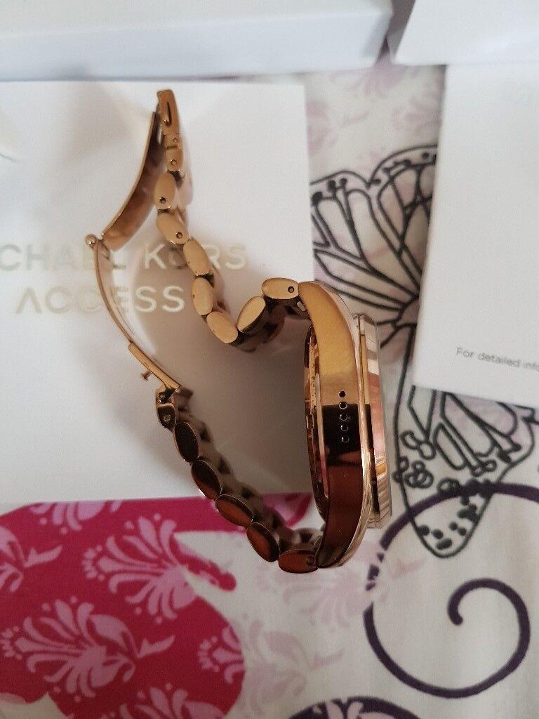 57d4eebd90f2 Michael kors smart watch
