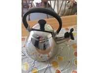 Le cruset stovetop kettle in almost new condition