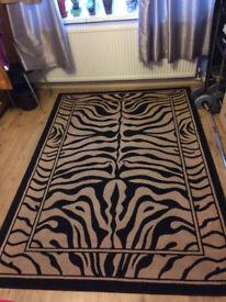 tiger strips design carpet good condition 160 x 230 cm