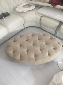 Chesterfield style poufet