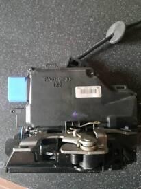 Vw golf 2008 passenger side door locking mechanism