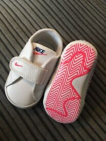 Nike infant soft sole trainers size UK 1.5