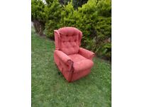 CAN DELIVER - ELECTRIC RECLINER CHAIR IN VERY GOOD CONDITION