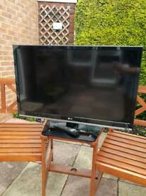 "LG 32"" TV *spares or repair*"